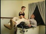 מוצצת ומקבלת זיון במרפאה