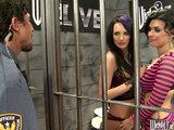 סרט סקסי מעולה עם בחורות ברונטיות בכלא