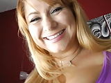 סקסית עם חיוך מתוק ושדיים שופעים מאוד