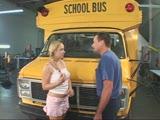 תלמידה מזדיינת עם נהג האוטובוס