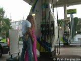 בתחנת דלק בזמן הקורונה